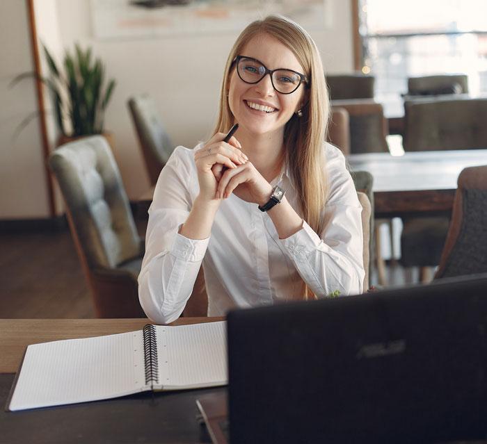 HR Durfkaart Durf Company. Je vindt dat je als ondernemer kennis moet hebben van HR-zaken, maar de materie is breed en complex. Zou daar geen flexibele oplossing voor zijn zonder een HR-professional in dienst te nemen? Voor deze niet vaak voorkomende uitdagingen hebben we de DURF kaart. Een HR-adviseur die jou persoonlijk bijstaat en weet waar het over gaat.  Jij bepaalt wanneer onze ondersteuning gewenst is.