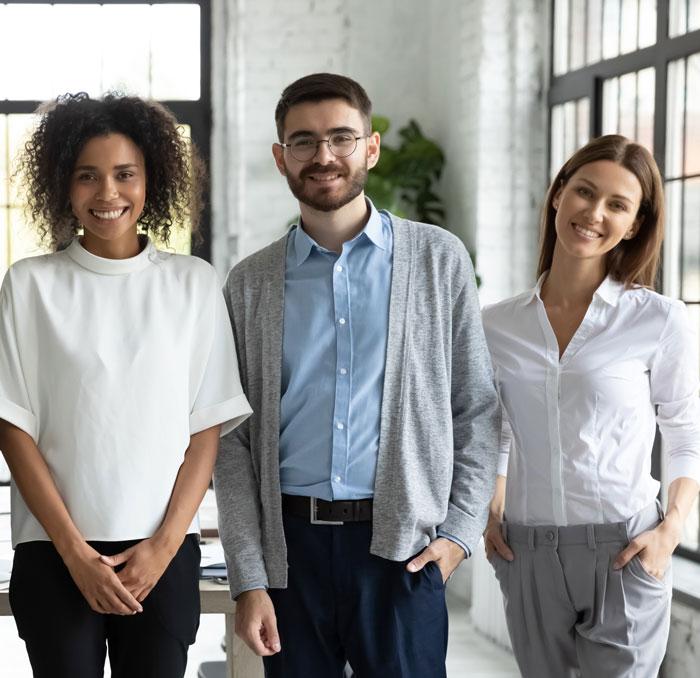 Professionele HR-dienstverlening. Ons HR-abonnement geeft jou als ondernemer de kans om personeelszaken professioneel en betaalbaar te laten regelen. Het personeelsdossier is in één systeem vastgelegd en te allen tijde op orde, je hebt 24/7 inzicht in alle bescheiden van je medewerkers en je blijft op de hoogte van wet- en regelgeving.  Daarbij kunnen onze HR-specialisten met HR op uurbasis zorgen voor de juiste kennis bij complexe vraagstukken of tijdelijk extra capaciteit leveren.